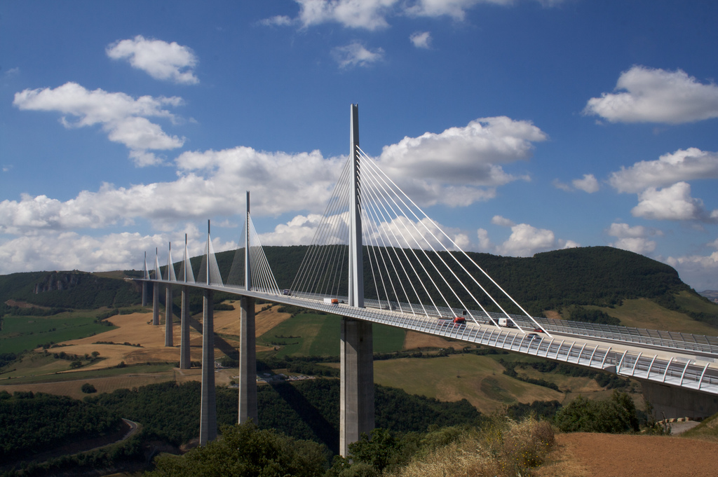 MIllau Viaduct by Richard Leeming is licensed by CC 2.0