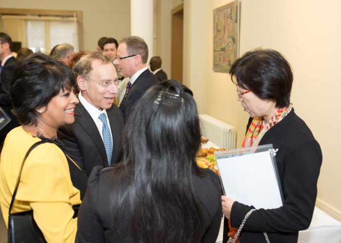 Dr Langer meets guests at the 2015 QE Prize Presentation
