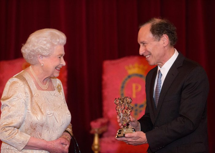 HM The Queen presents the QEPrize trophy to Dr Robert Langer at the 2015 QEPrize Presentation